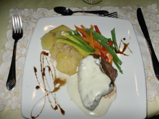 The Palace at Playa Grande: One of the delicious meals at the Palace, filet, blue cheese sauce and vegetables