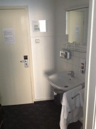 Centro Hotel Boutique 020: Waschbecken, das wars :((