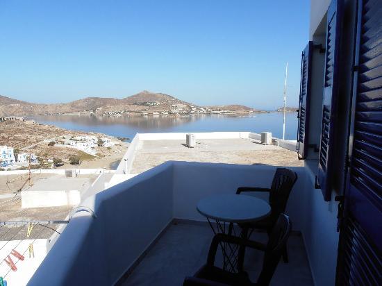 Studios & Apartments Hara: Terrasse mit Ausblick