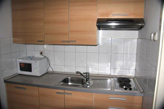 Lina Apartments: Kitchen