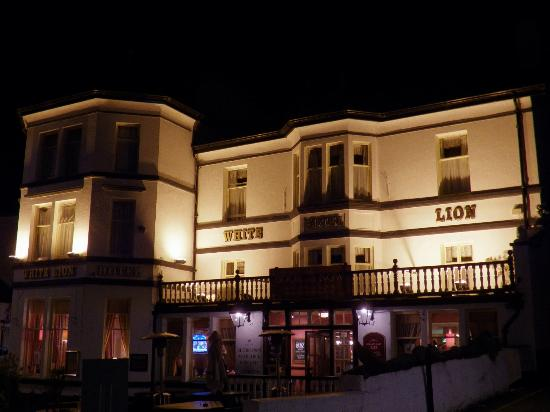 Innkeeper's Lodge, Ambleside, Lake District: The White Lion at night