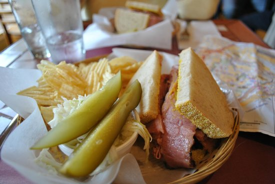 Joe Smoked Meat : Sandwich with sides