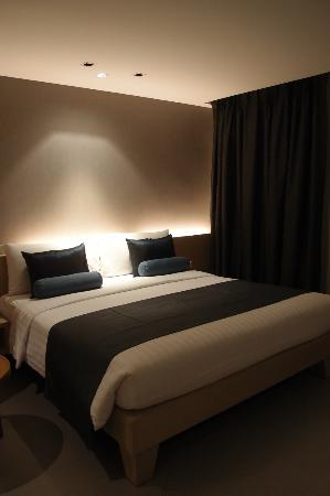 The ASHLEE Heights Patong Hotel & Suites: Room lighting is not enough