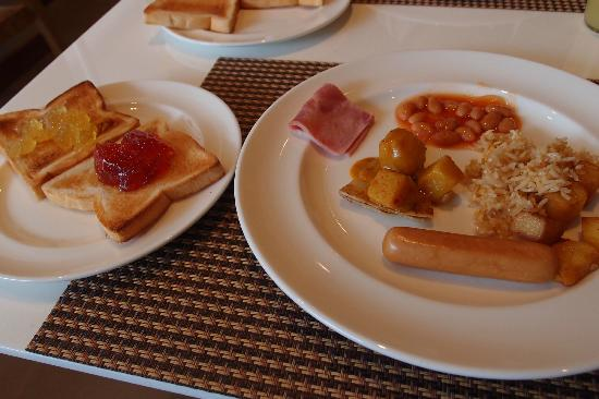 The ASHLEE Heights Hotel & Suites: Breakfast