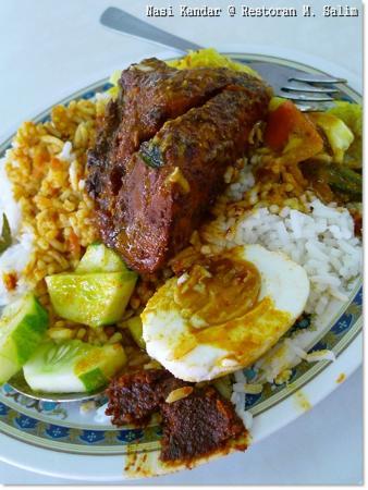 Restoran M Salim: nasi kandar ( rice with mixed curry )