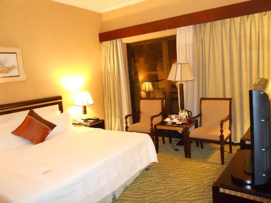 habitaciones grandes y cómodas - Picture of Guilin Bravo ...