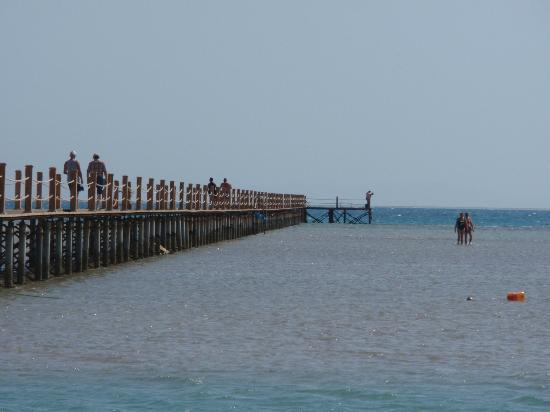 Hotel Sultan Bey Resort: ca 300m Steg ins Meer