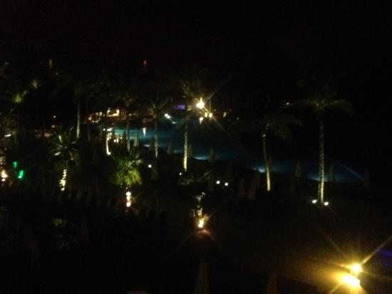 Dreams Riviera Cancun Resort & Spa: Poolblick bei Nacht