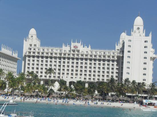Hotel Riu Palace Aruba: main building from the beach