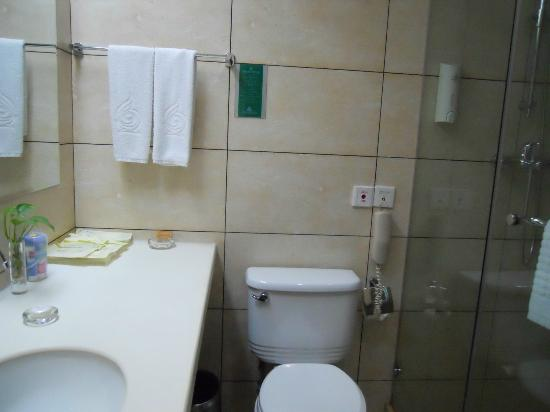 West Lake Golden Plaza Hotel : baño