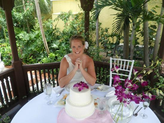 Sandals Royal Bahamian Spa Resort & Offshore Island: Reception with cake and hors d'oeuvres