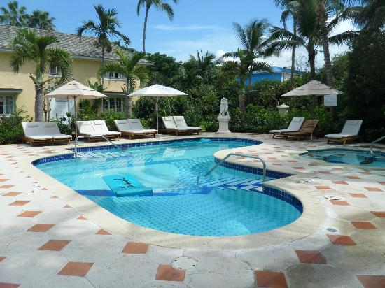 Sandals Royal Bahamian Spa Resort & Offshore Island: Private pool with hot tub