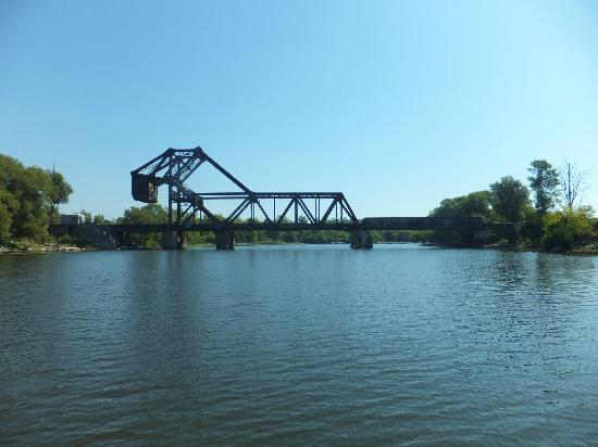 Queen City Ferry Company : Bridge across canal
