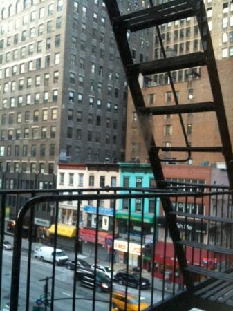 Americana Inn: Uscita d'emergenza dal corridoio dell'hotel.. :-)