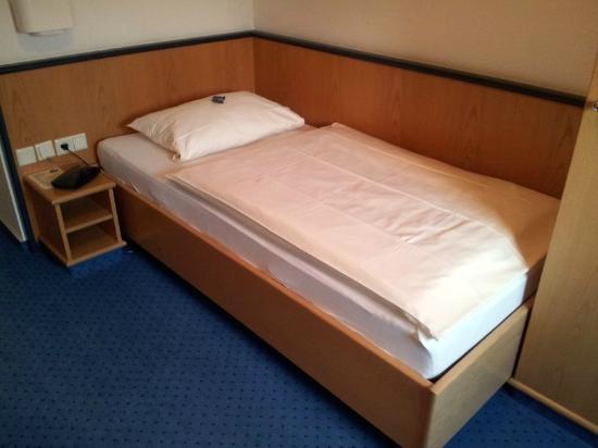 Tagungshotel Eifelkern: Bett