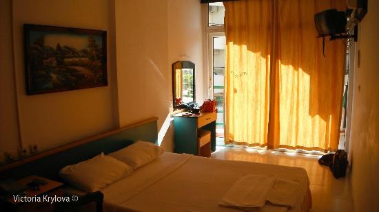 Seren Sari Hotel: Our room