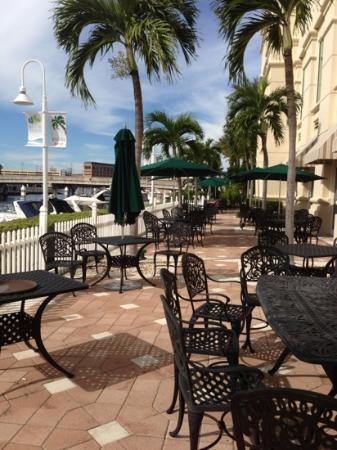 Waterside Grill: patio seating