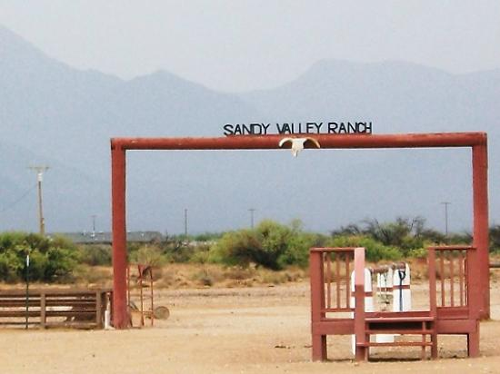 Sandy Valley Ranch : Entering the ranch
