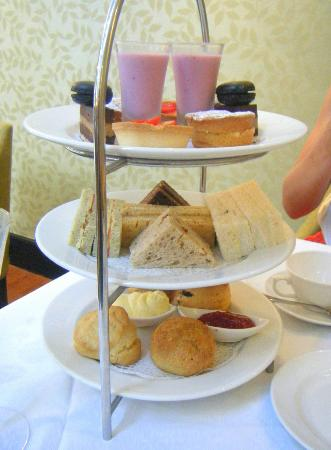 Berry Bar & Lounge : Tea & Sandwich selection