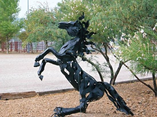 Sandy Valley Ranch : Horse sculture