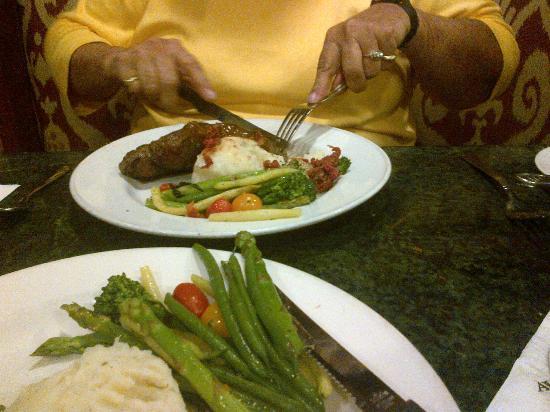 Le Chateau Garden Bistro : new york steak