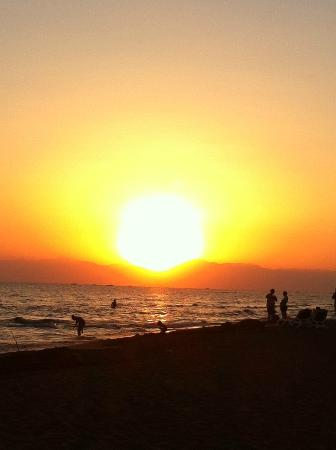 Alba Royal Hotel: The most beautiful sunsets over the beach