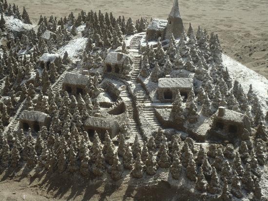 La Carihuela: Sand sculptures