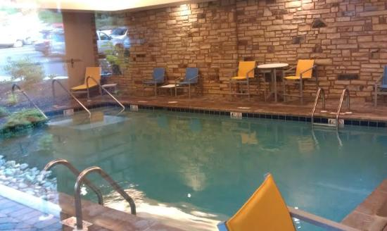 Hampton Inn Pigeon Forge: Indoor heated pool but no indoor jacuzzi