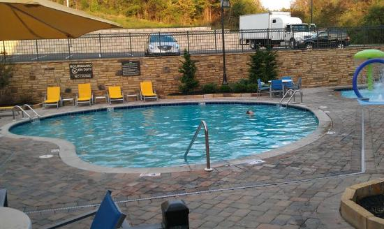 Hampton Inn Pigeon Forge: Outdoor heated pool