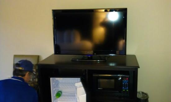 Hampton Inn Pigeon Forge: large screen TV with refrigerator and microwave