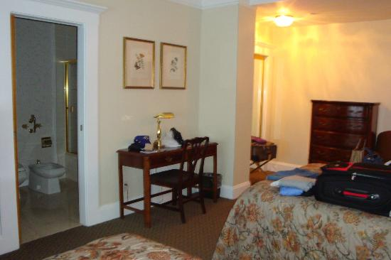 Beresford Arms: Another view of the room