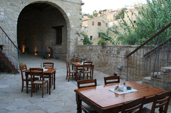 Tochni Heritage: Inner courtyard