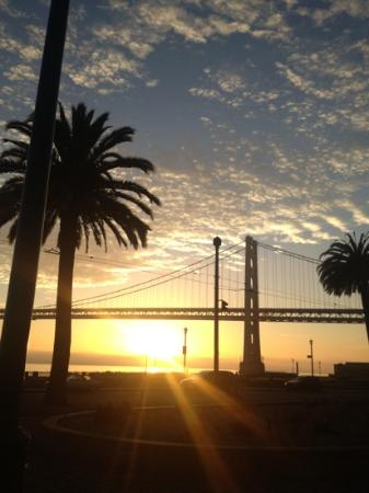 Hotel Griffon: Sunrise over Bay Bridge
