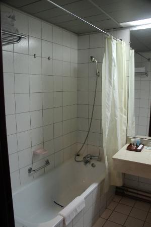 Yanggakdo Hotel: bathroom