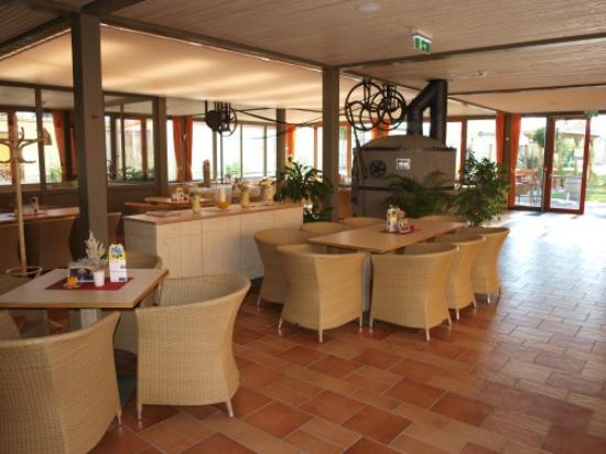 JUFA Weinviertel - Hotel in der Eselsmuhle: öffentliches Café