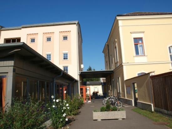 JUFA Weinviertel - Hotel in der Eselsmuhle: Außenansicht von der Rückseite