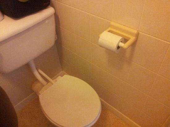 The Seiners Arms: Loo roll holder is in a stupid position so you can't use the loo properly