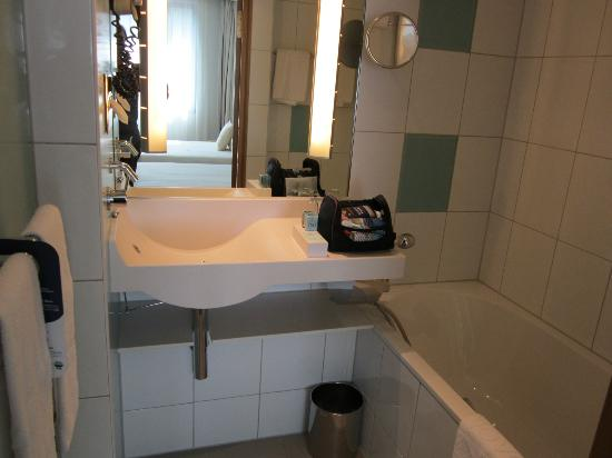Novotel Hamburg City Alster: Bath