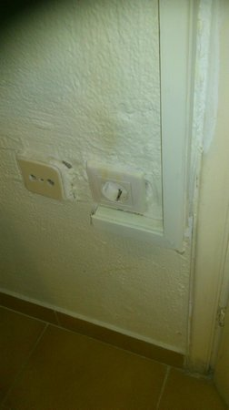 Commodore Hotel: Plugs that did not work