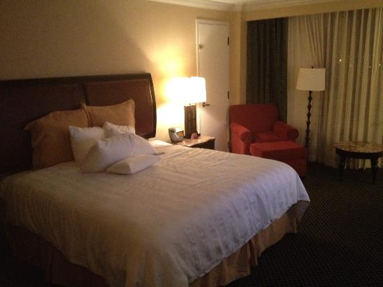 Pensacola Grand Hotel: King guest room