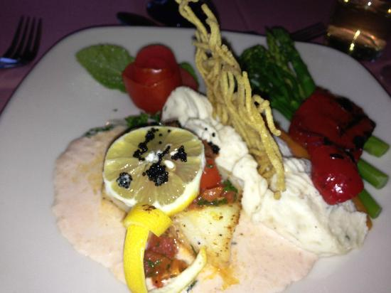 Hank's RiverWalk Bar & Grill: Sea bass