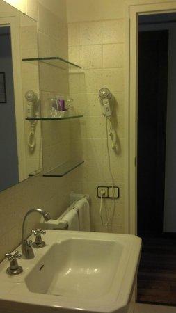Hotel Roger de Flor Palace: Salle de bain