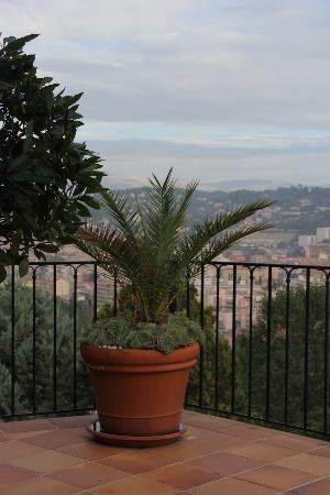 Le Mas Samarcande: Lovely landscape and view from the terrace