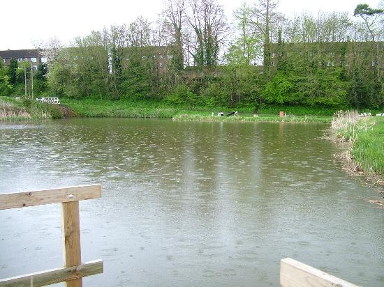 Caen Hill Locks: One of the huge side ponds