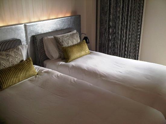 G&V Royal Mile Hotel Edinburgh: comfy beds with good linen