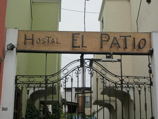 Hostal El Patio: sign out front