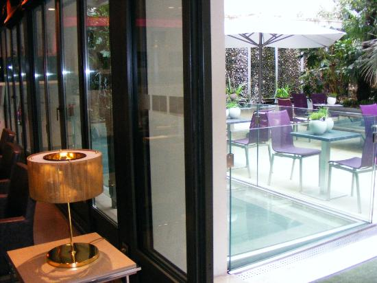 Holiday Inn Paris - Notre Dame: Outdoor cafe