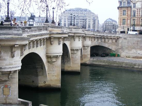 Holiday Inn Paris - Notre Dame: Bridge over the Seine