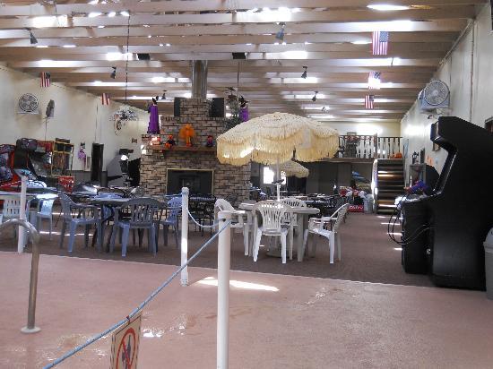 Cecil Fireside Inn: indoor tables