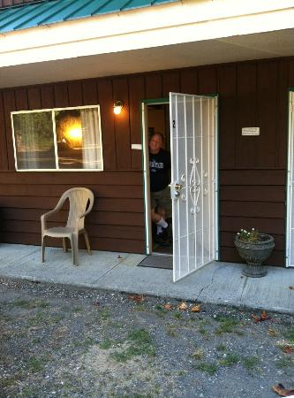 Totem Trail Motel : Good morning from Room # 2!